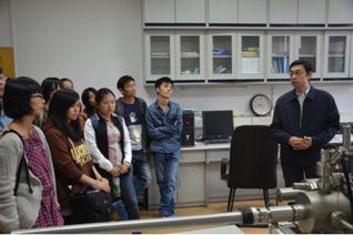 纳米学院学生参观科大本部实验室